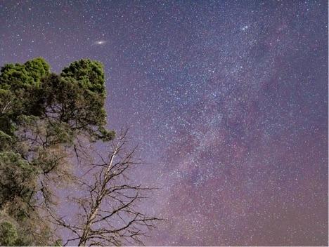 Milky_Way_and_Andromeda_Galaxy.jpg