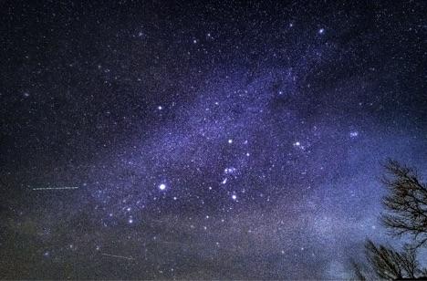 Planes_Across_the_Milky_Way.jpg